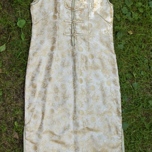 Kiniška suknele be rankovių baltai - gelsva